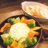 アボカドと彩り野菜の丸ごとカマンベールチーズフォンデュ