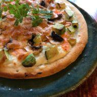 アボカドとサーモンのクリームグラタンピザ